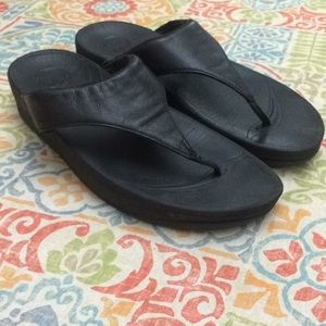 Fitflops LuLu black leather thong sandals US 10
